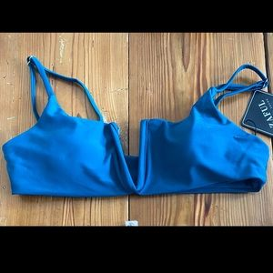 Blue wired v-notch bikini